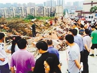 渝北一工地围墙垮塌4死2伤