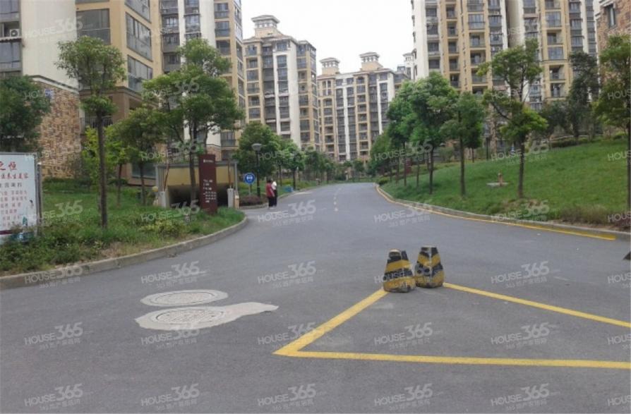 中海万锦熙岸3室1厅1卫95平米整租简装