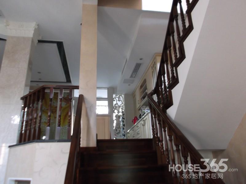 农村两层楼一楼院子50平米带楼梯装修