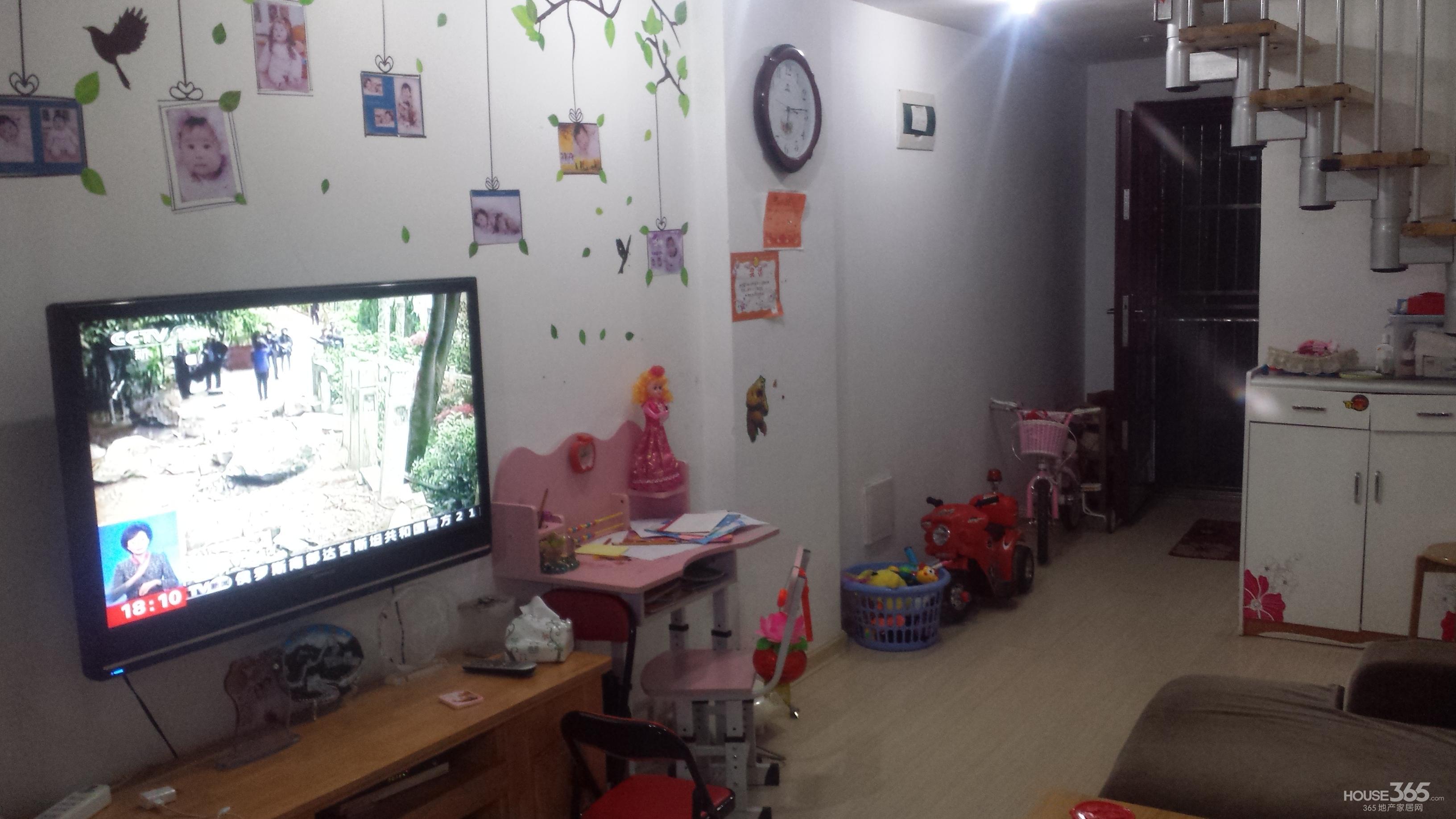 小房间有窗户