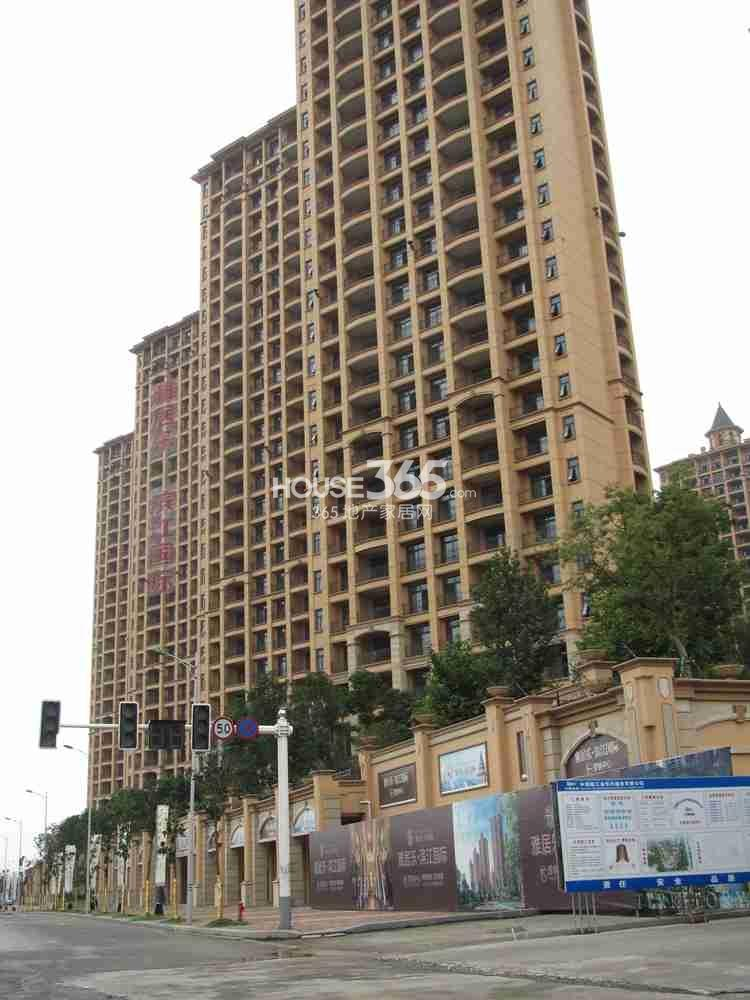 雅居乐滨江国际部分楼栋已出外立面(8.26)