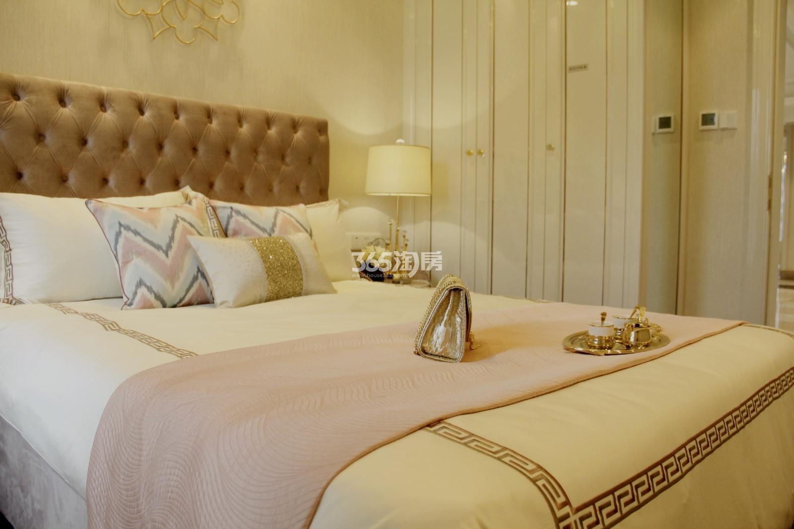 滨江保利翡翠海岸A1户型(131㎡)样板房---卧室